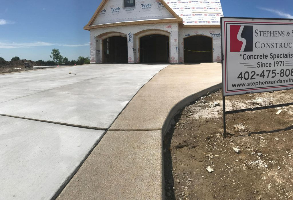 Need a new concrete driveway? Contact the flatwork concrete contractor experts